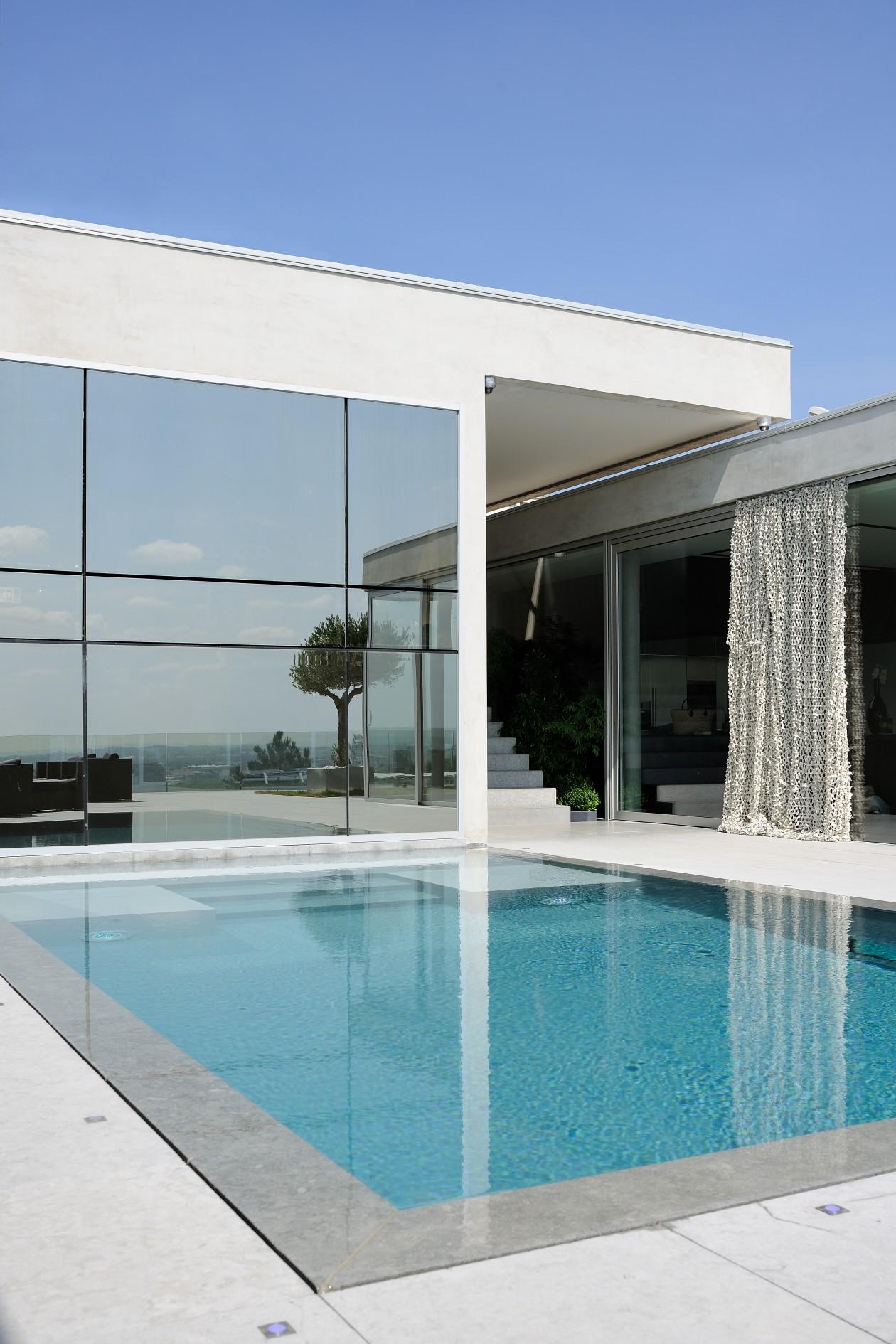 Stunning piscine contemporaine gallery amazing house for Piscine design caluire