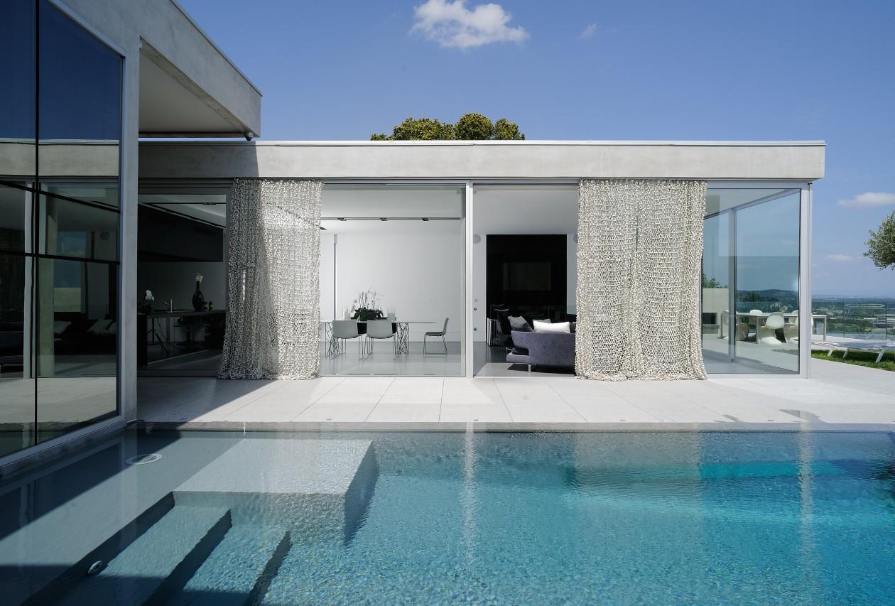 Piscine contemporaine caluire caluire piscines concept for Piscine design caluire