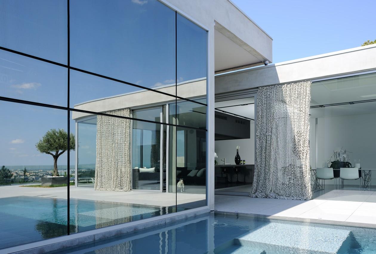 Piscine contemporaine caluire caluire piscines concept for Piscines concept