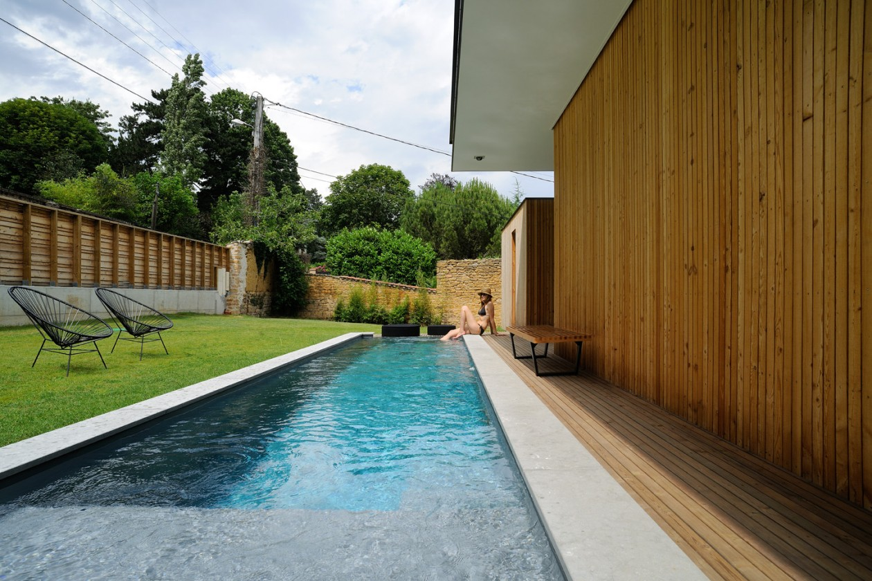 couloir de nage avec d bordement saint cyr au mont d 39 or piscines concept. Black Bedroom Furniture Sets. Home Design Ideas