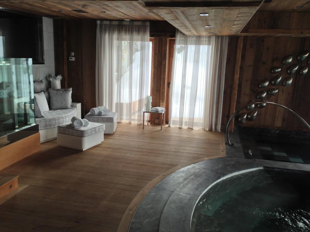spa et piscine int rieurs la montagne meg ve piscines concept. Black Bedroom Furniture Sets. Home Design Ideas