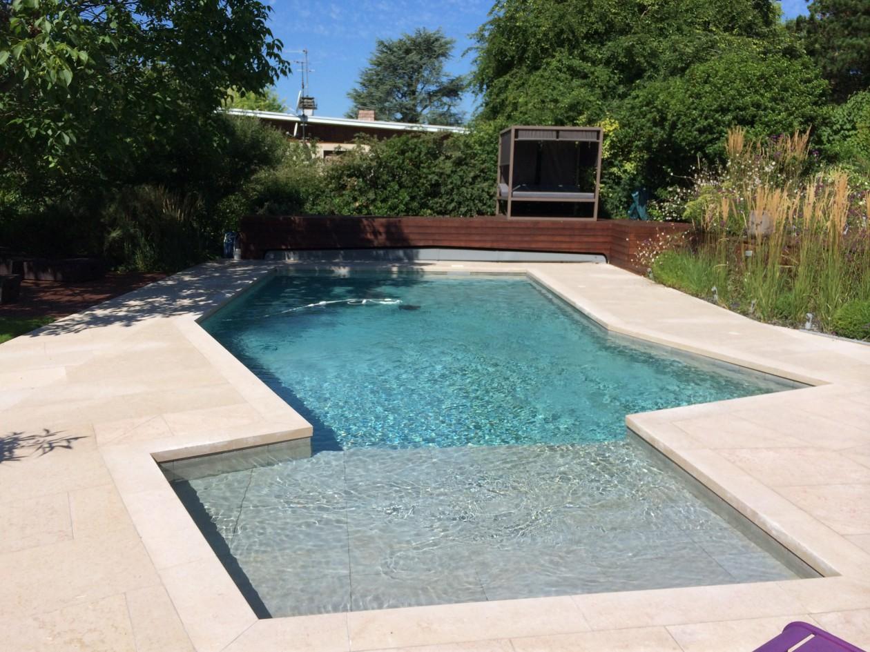 R novation d 39 une piscine forme libre sainte foy les lyon for Piscine miroir lyon