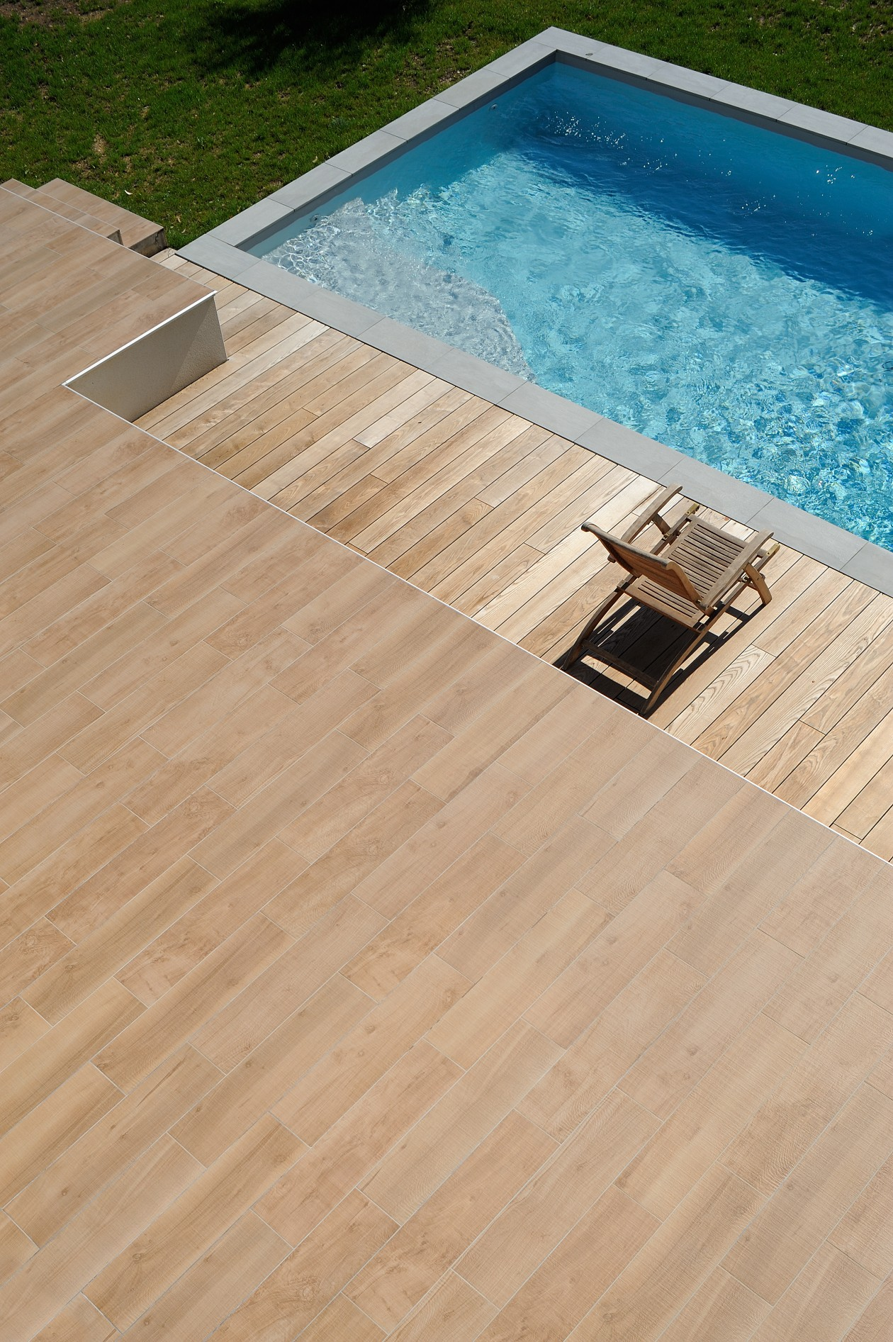 Piscine escalier d 39 angle neyron piscines concept for Piscines concept