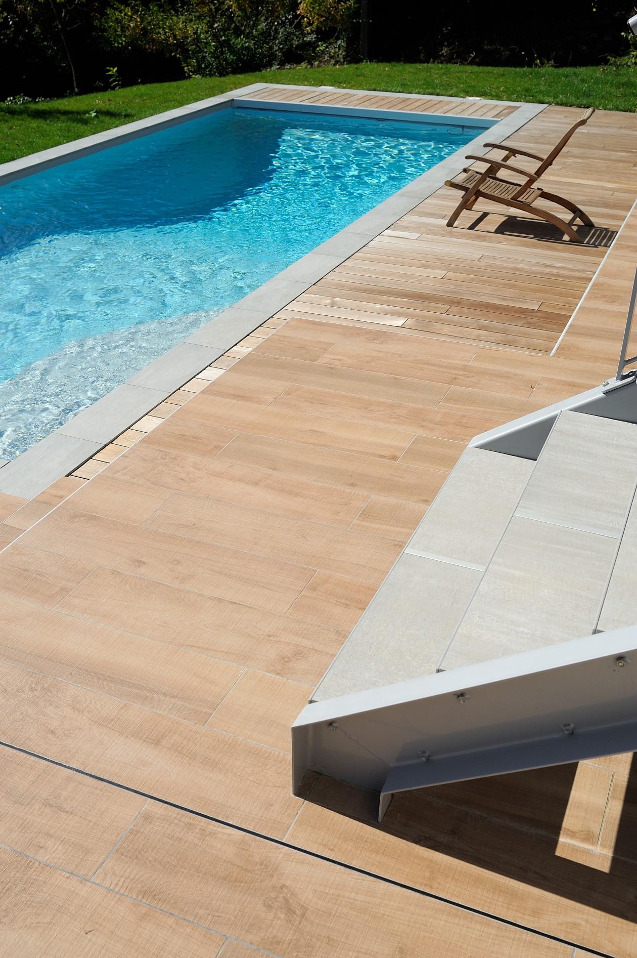 Piscine escalier d 39 angle neyron piscines concept for Piscine concept