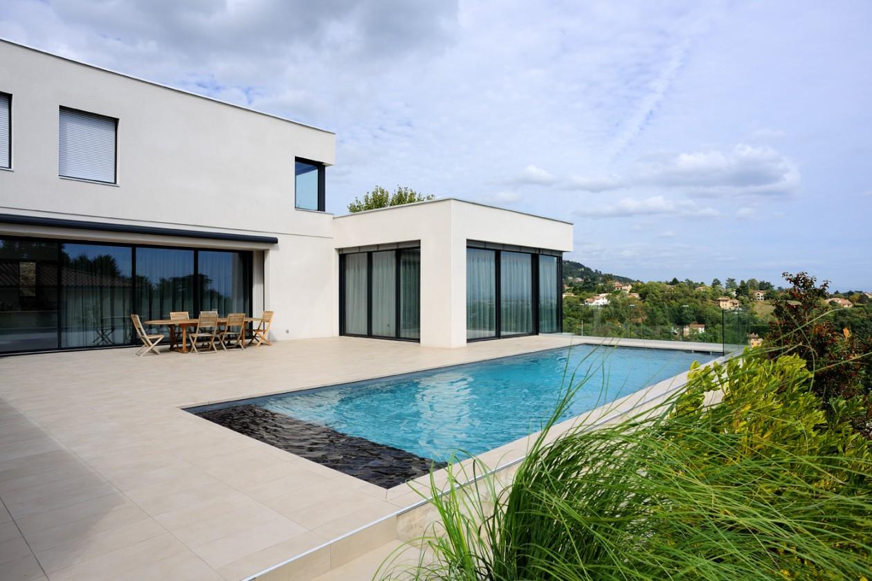 piscine avec volet banquette saint didier au mont d 39 or piscines concept. Black Bedroom Furniture Sets. Home Design Ideas