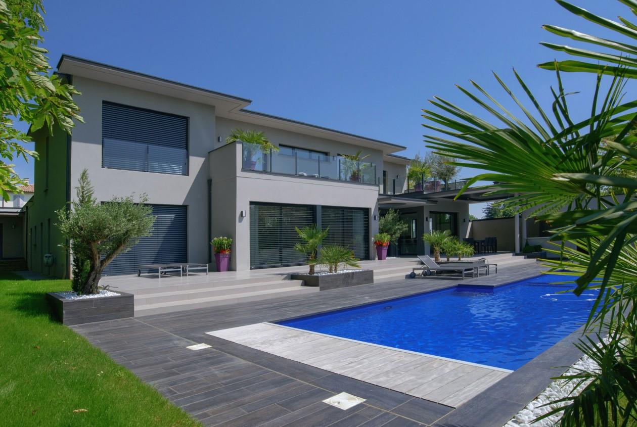 Piscine bleu marine ecully piscines concept for Piscine pvc