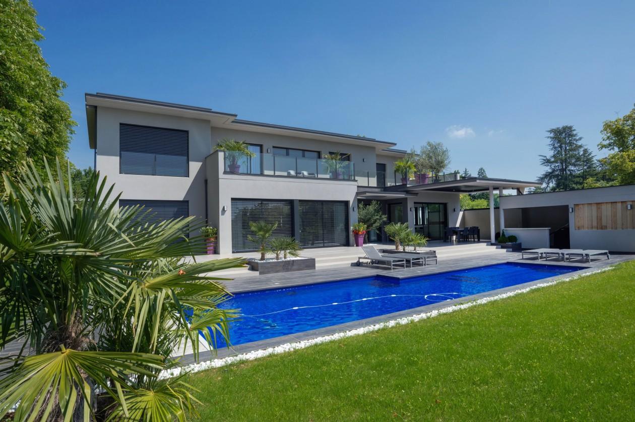 Piscine bleu marine ecully piscines concept - Scandinavisch massief pijnmeubilair ...