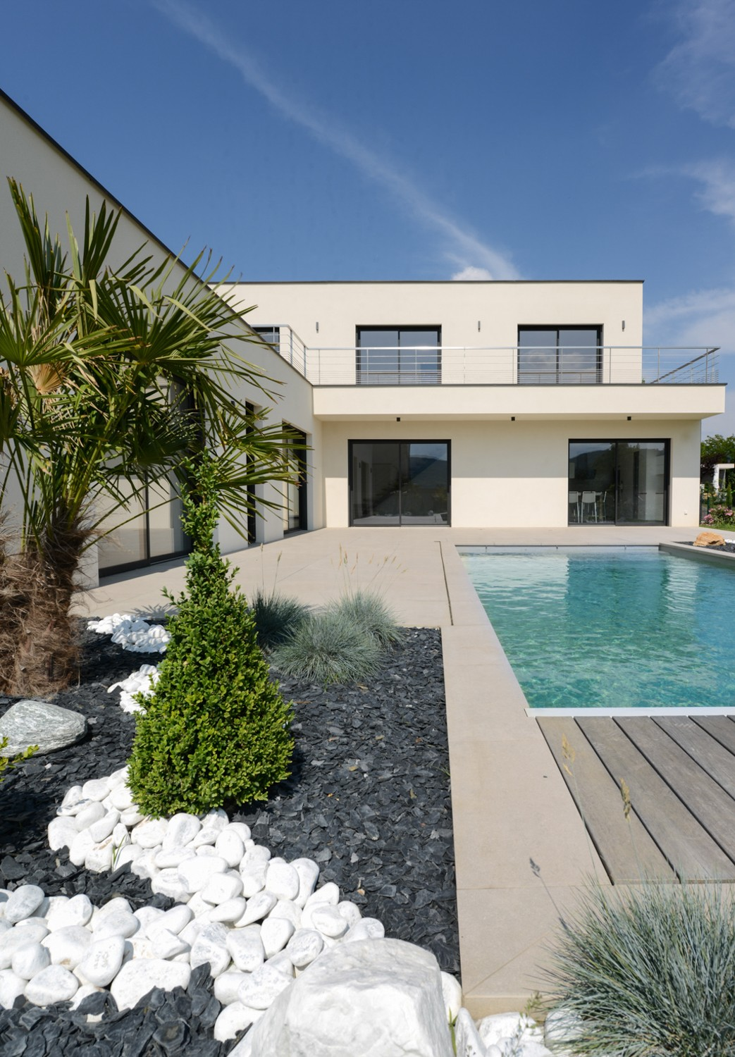Piscine sur maison contemporaine fontaine sur sa ne for Piscine design fontaines sur saone