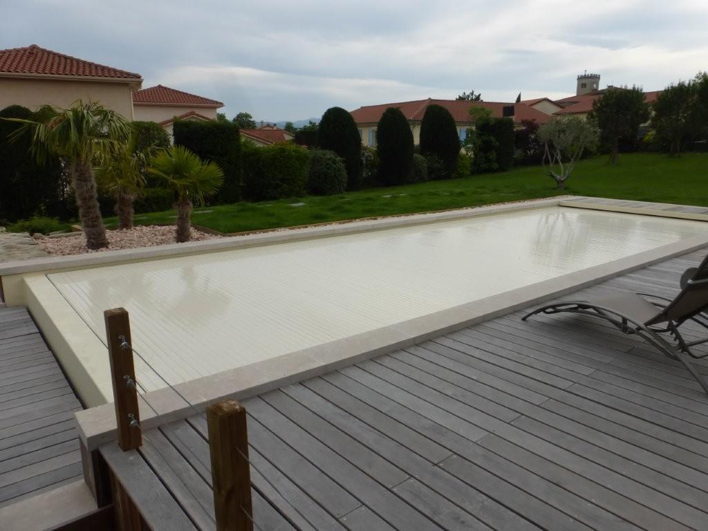 piscine d bordement dans les mont du lyonnais chassagny piscines concept. Black Bedroom Furniture Sets. Home Design Ideas