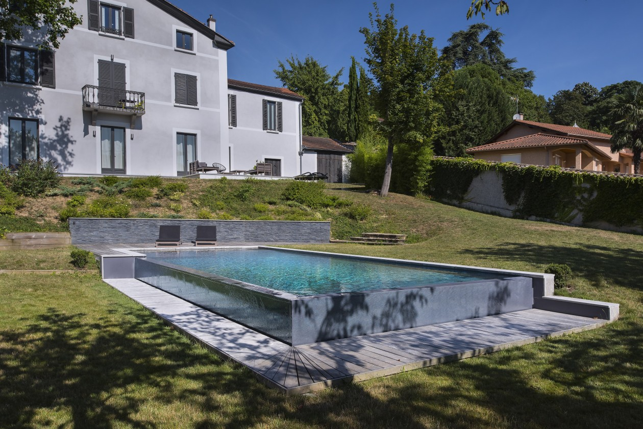Piscine d bordement collonges au mont d 39 or piscines for Piscines concept